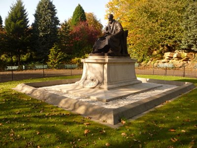 Lord Kelvin statue Situated in Kelvingrove Park