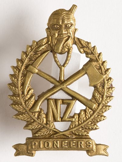 This badge was adopted with the formation of the New Zealand Pioneer Battalion in February 1916.