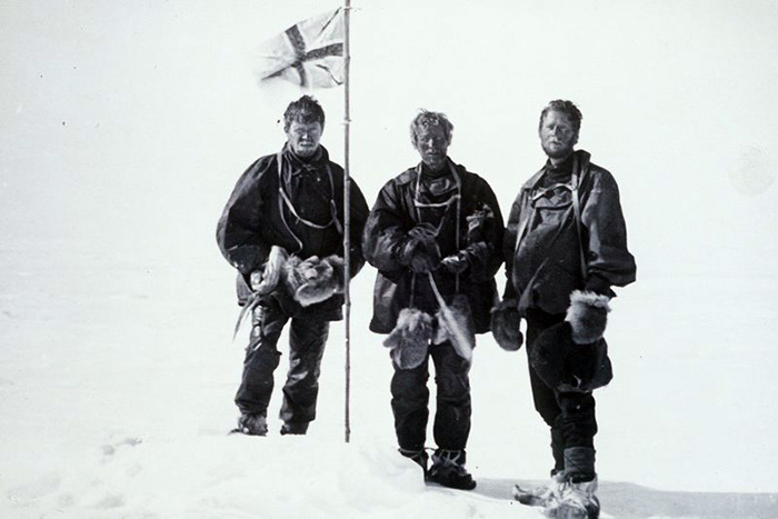 Mackay, Edgeworth David and Mawson raise the flag at the Magnetic South Pole 16 January 1909. Nimrod (Shackleton, 1907) Expedition.