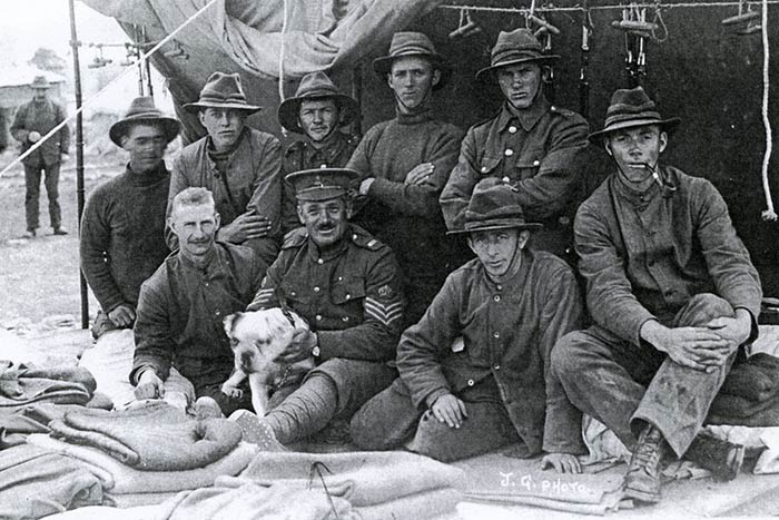 Photograph of members of the NZ Rifle Brigade with Caesar.