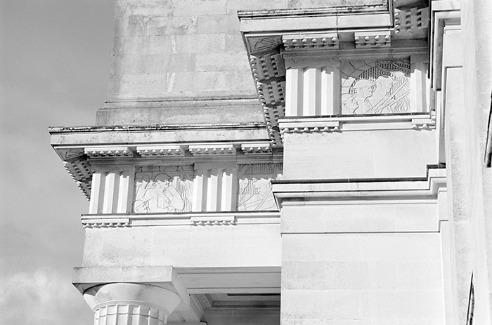 A detail of the Museum\u0027s entablature with architrave, frieze and cornice. The frieze has alternating bas relief panels (the metopes) and triglyphs.