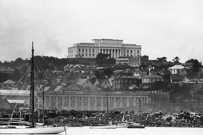 Auckland War Memorial Museum seen from Mechanics bay, with the Strand at bottom of hill.