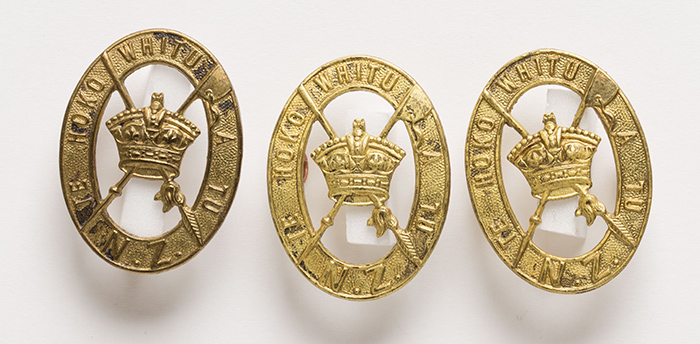 New Zealand (Māori) Pioneer Battalion hat and collar badges.